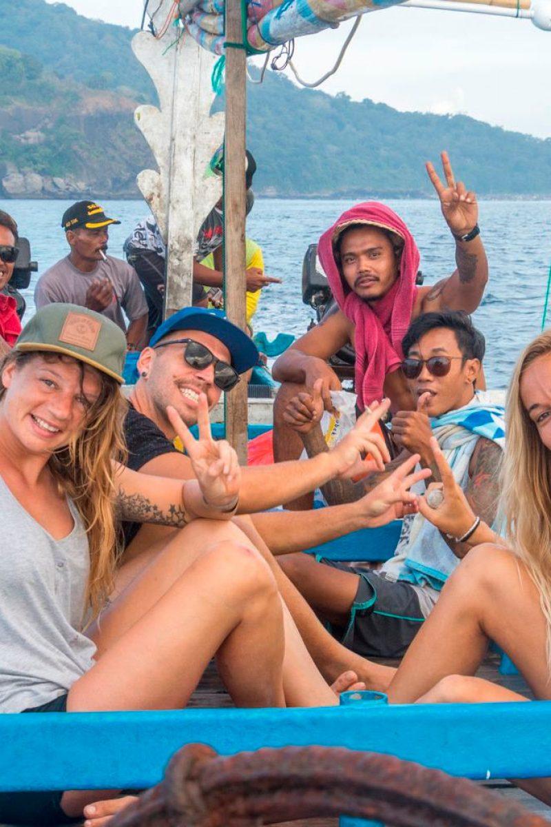 bali-surfers